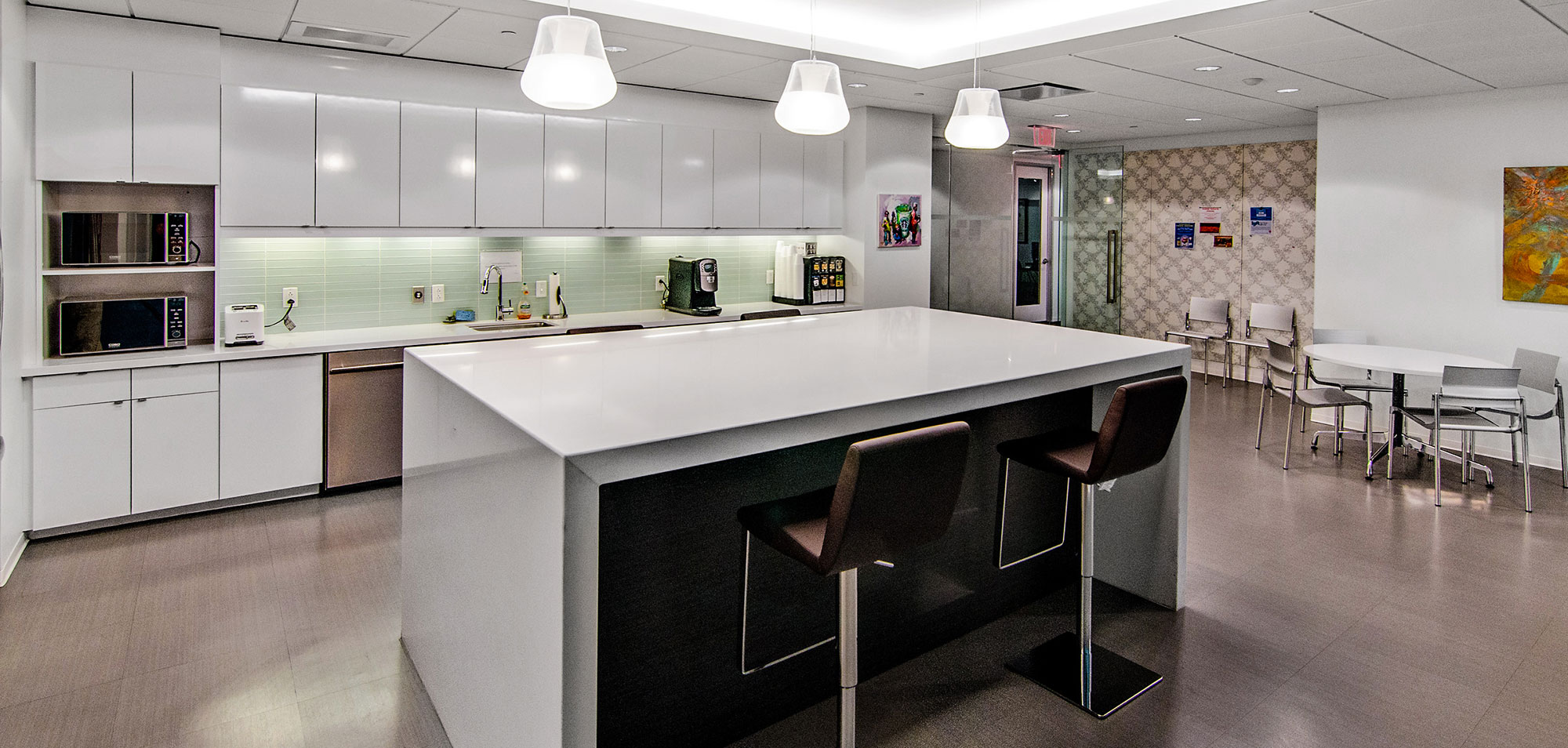 downtown-lounge-cafe-by-training-room.jpg